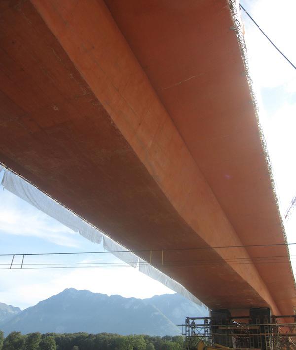 pont : soutien en métal